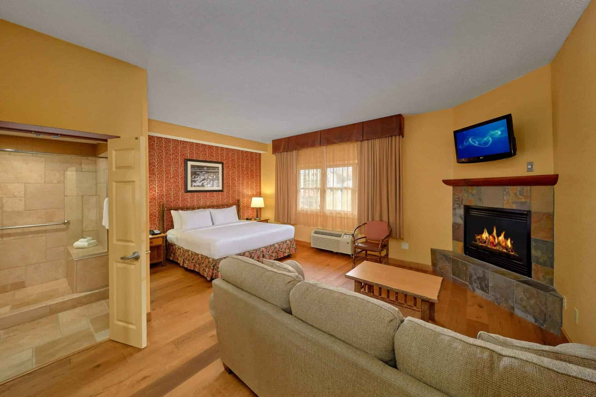 King Junior Suite in Bearskin Lodge hotel in Gatlinburg