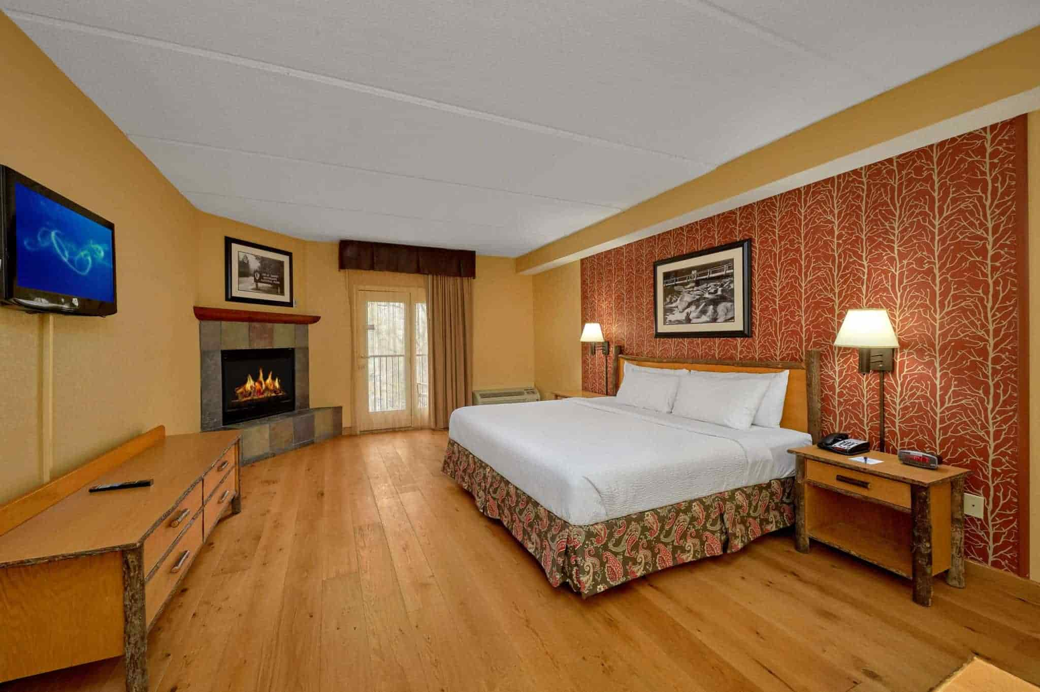 King Room with Balcony in Bearskin Lodge hotel in Gatlinburg
